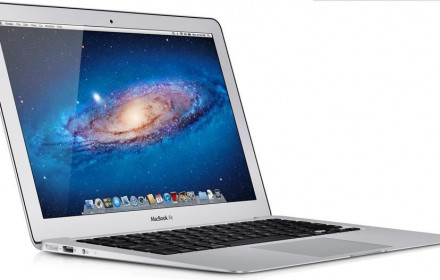 "Macbook Air 13"", i7 intel core, 4 GB RAM"