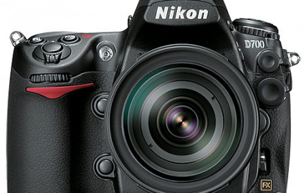 Nikon D700 su battery grip ir priedais